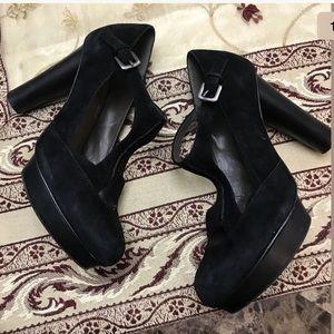 B. Makowsky Suede Strap Black Platform Round Heel
